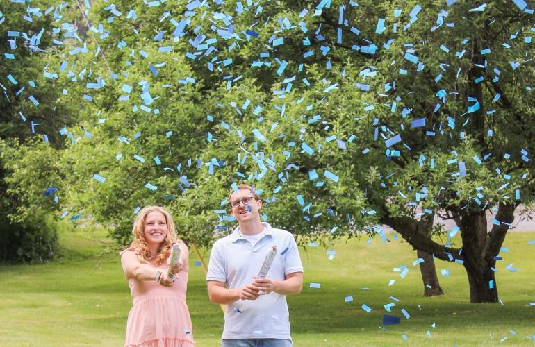 Gender Reveal Party blue confetti canons